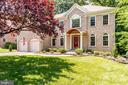 Stately brick Colonial . Builders Model Home. - 3720 SPICEWOOD DR, ANNANDALE