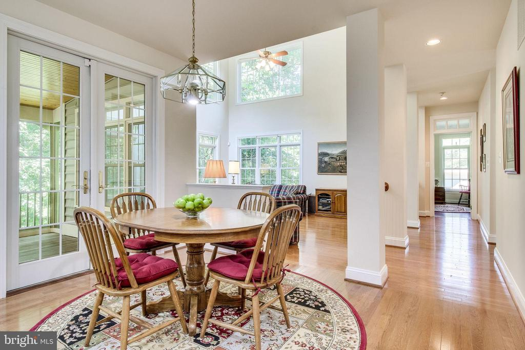 Open layout from Kitchen to Family Room - 3720 SPICEWOOD DR, ANNANDALE