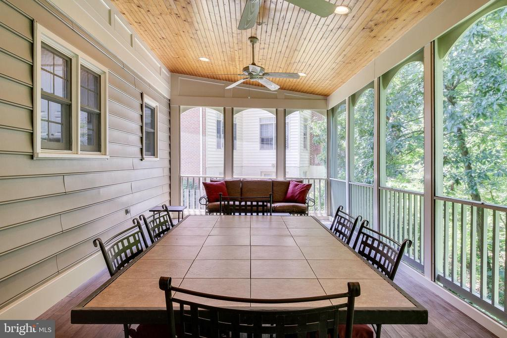 Great for entertaining - 3720 SPICEWOOD DR, ANNANDALE