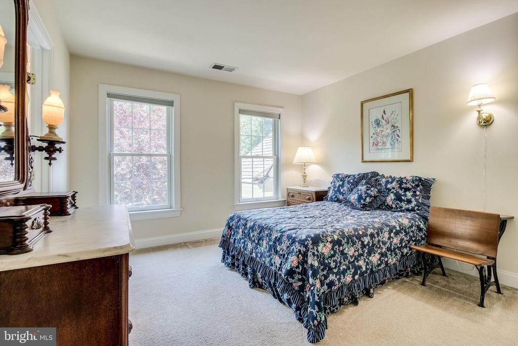 Bedroom #3 adjoins Jack n Jill Bath - 3720 SPICEWOOD DR, ANNANDALE