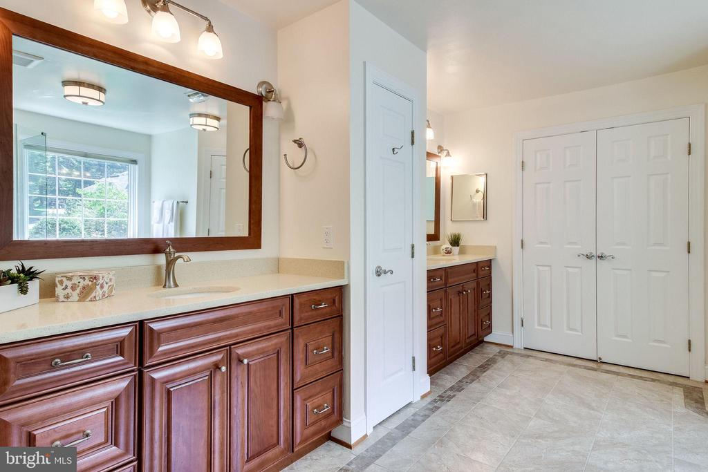Master Bath with Dual Vanities - 3720 SPICEWOOD DR, ANNANDALE