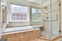 Large Soaking Tub - 3720 SPICEWOOD DR, ANNANDALE
