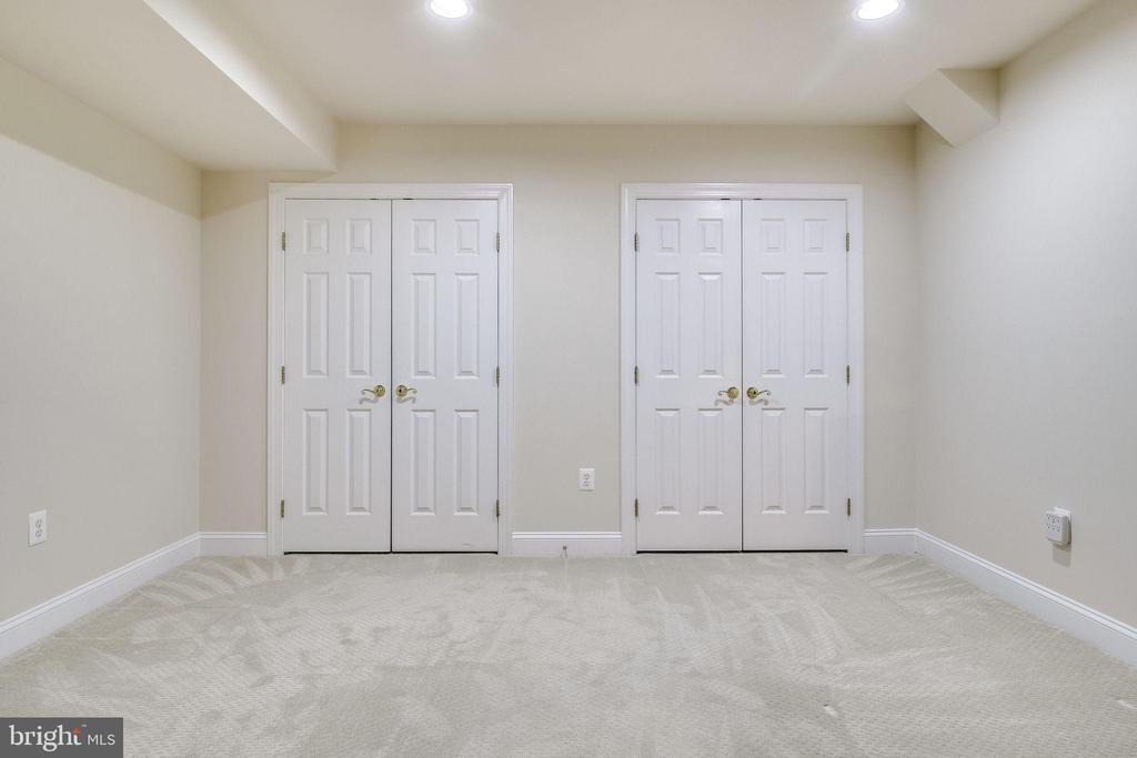 5th Bedroom Closets - 3720 SPICEWOOD DR, ANNANDALE