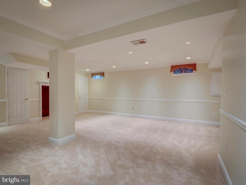 Lower Level-Recreation/Entertainment Room - 103 ENGLISH CT SW, LEESBURG