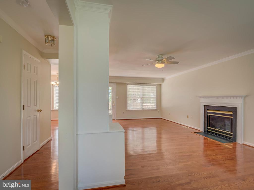 Living Room with Gas Fireplace - 103 ENGLISH CT SW, LEESBURG