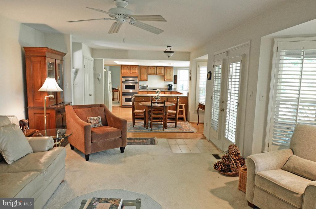 Family Room flows into the Kitchen - 14504 S HILLS CT, CENTREVILLE