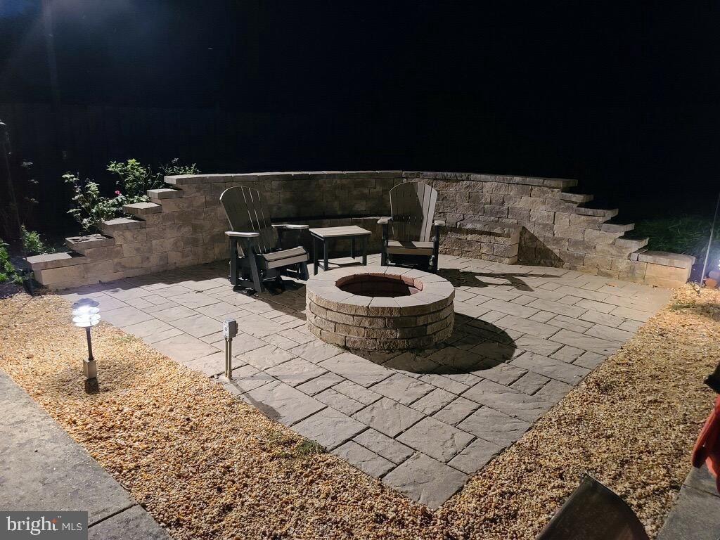 New Wall and Built-In Fire Pit.  Smores baby! - 1676 LOUDOUN DR, HAYMARKET