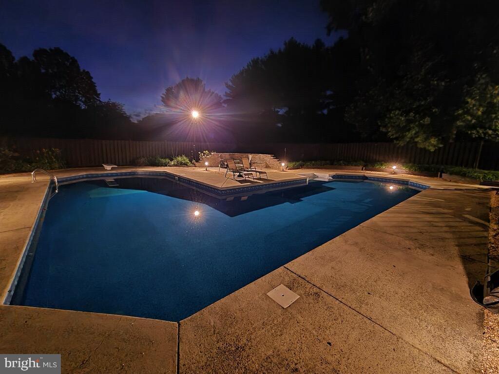 Large L Shaped Heated Pool - Enjoy Night Swims! - 1676 LOUDOUN DR, HAYMARKET