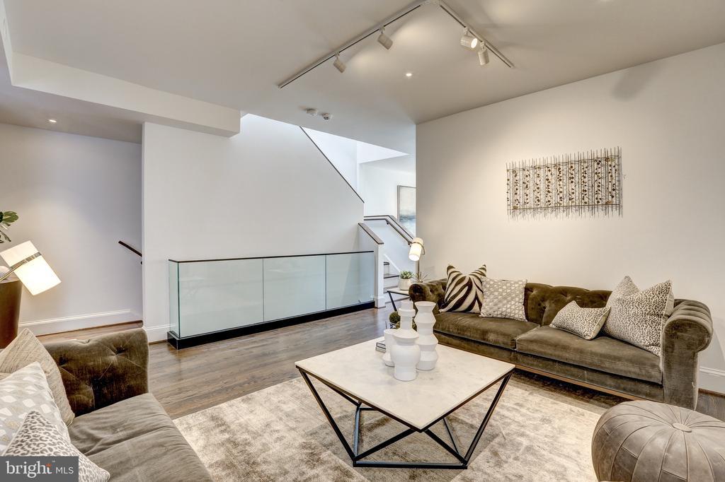 Modern Glass Detailing - 1013 O ST NW, WASHINGTON