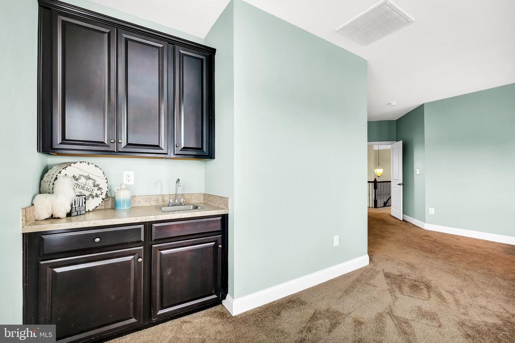 Master Bedroom Wet Bar - 18348 CHELSEA KNOLLS DR, MOUNT AIRY