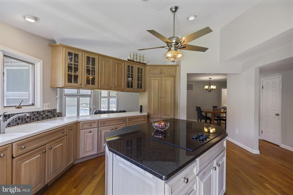 Lots of cabinet space in the kitchen - 3580 DEEP LANDING RD, HUNTINGTOWN