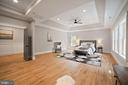 MB with sitting area and hardwood floors - 5631 SOUTHAMPTON DR, SPRINGFIELD