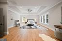 Huge Master Bedroom - 5631 SOUTHAMPTON DR, SPRINGFIELD