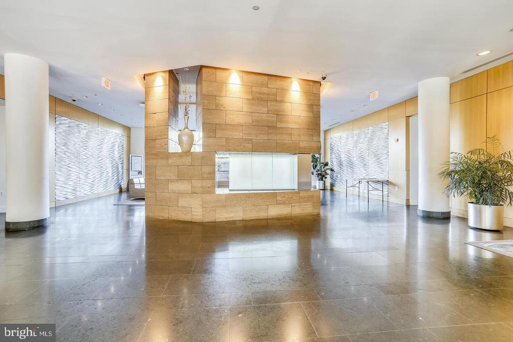 Very spacious entrance - 2001 15TH ST N #203, ARLINGTON