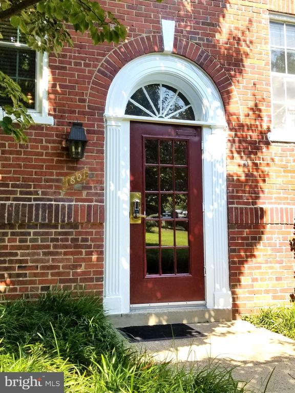 Front door. - 1801 KEY BLVD #10-506, ARLINGTON
