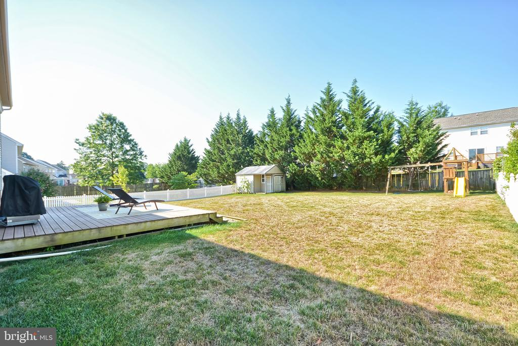Flat, fenced rear yard, with deck - 62 PLEASANT ACRES DR, THURMONT