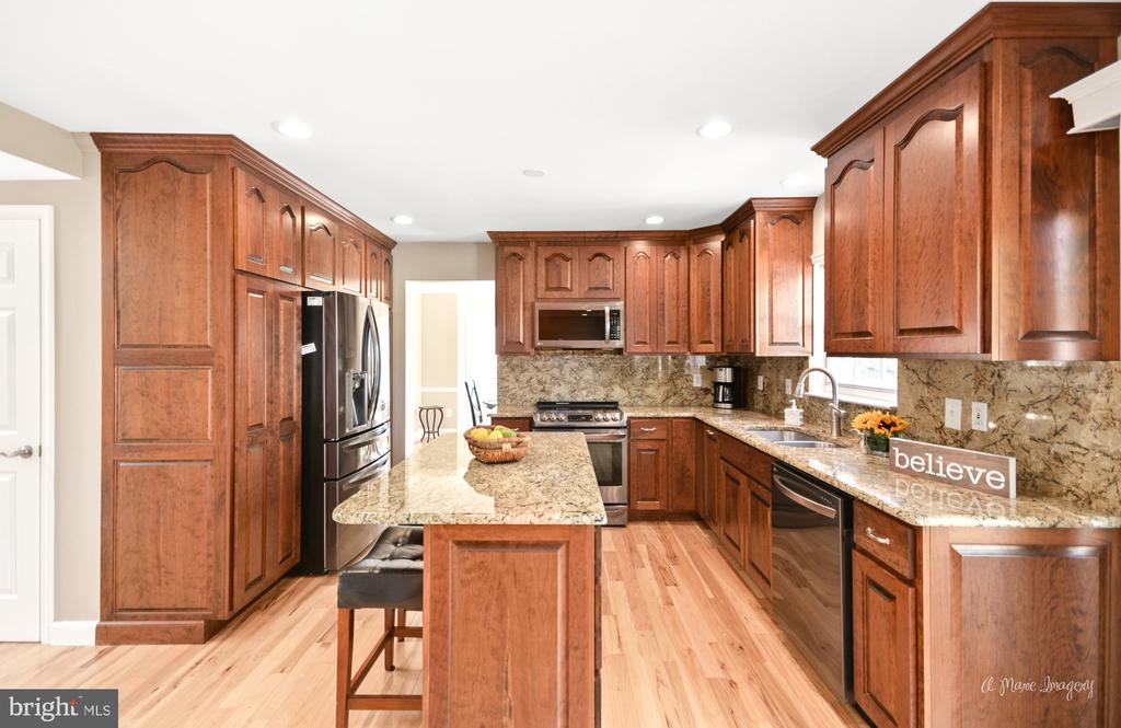 Granite counters and Graphite appliances - 62 PLEASANT ACRES DR, THURMONT
