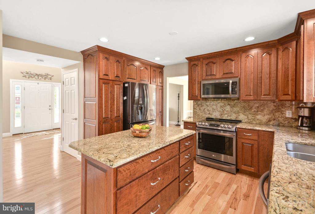 Extra seating at kitchen island - 62 PLEASANT ACRES DR, THURMONT