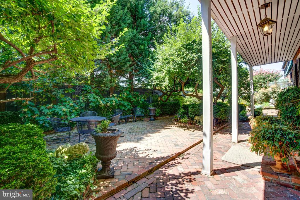 A rare and desirable double lot in prime location - 317 S SAINT ASAPH ST, ALEXANDRIA