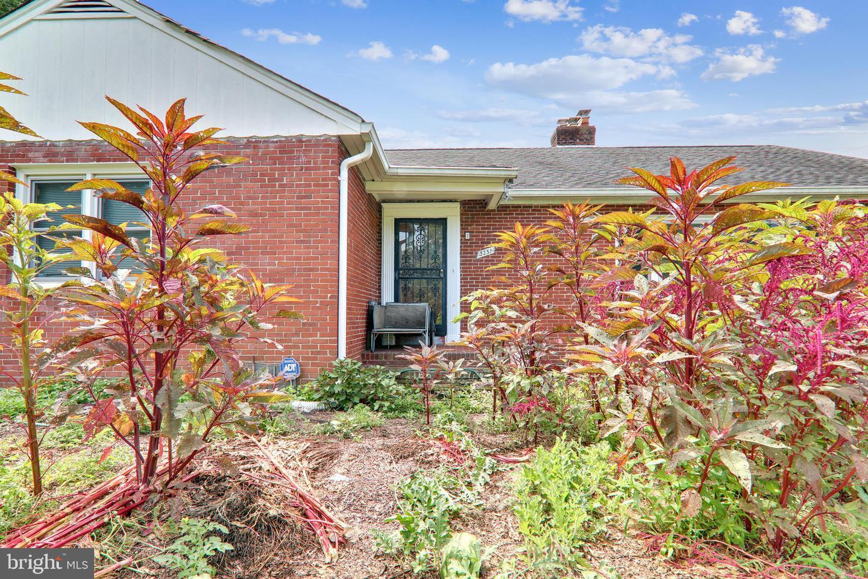 Single Family Homes для того Продажа на Falls Church, Виргиния 22042 Соединенные Штаты