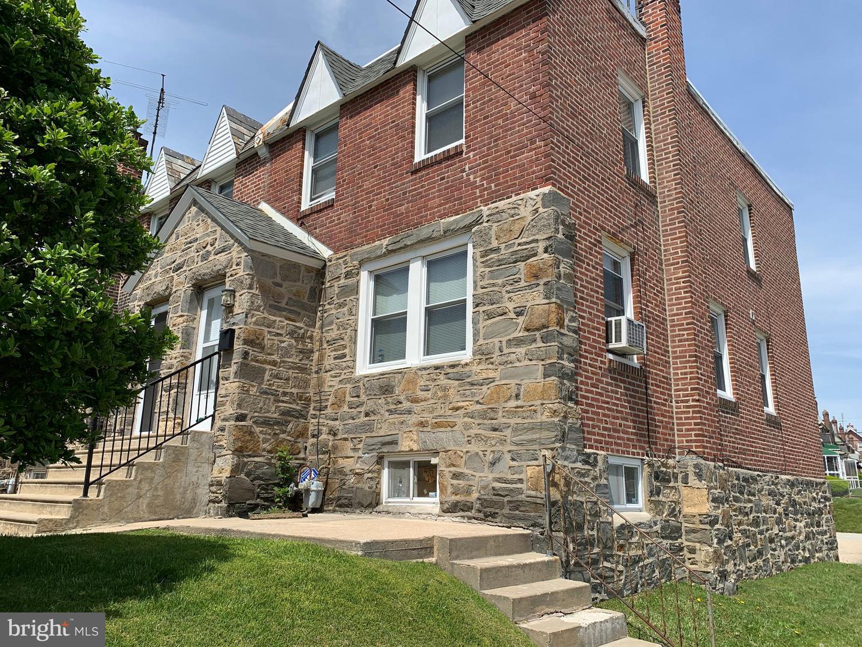 Single Family Homes 為 出售 在 Crum Lynne, 賓夕法尼亞州 19022 美國