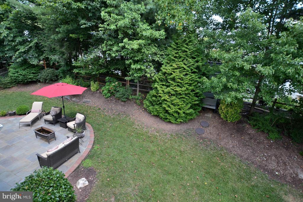 Upper Level view of Private Back Yard - 20418 ROSEMALLOW CT, STERLING