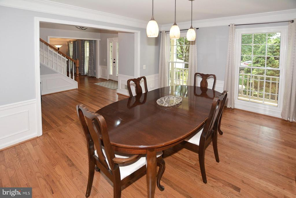 Updated light fixture in Dining Room - 20418 ROSEMALLOW CT, STERLING