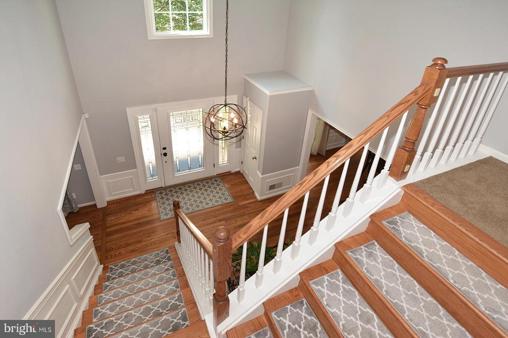Foyer steps to  upper floor - 20418 ROSEMALLOW CT, STERLING