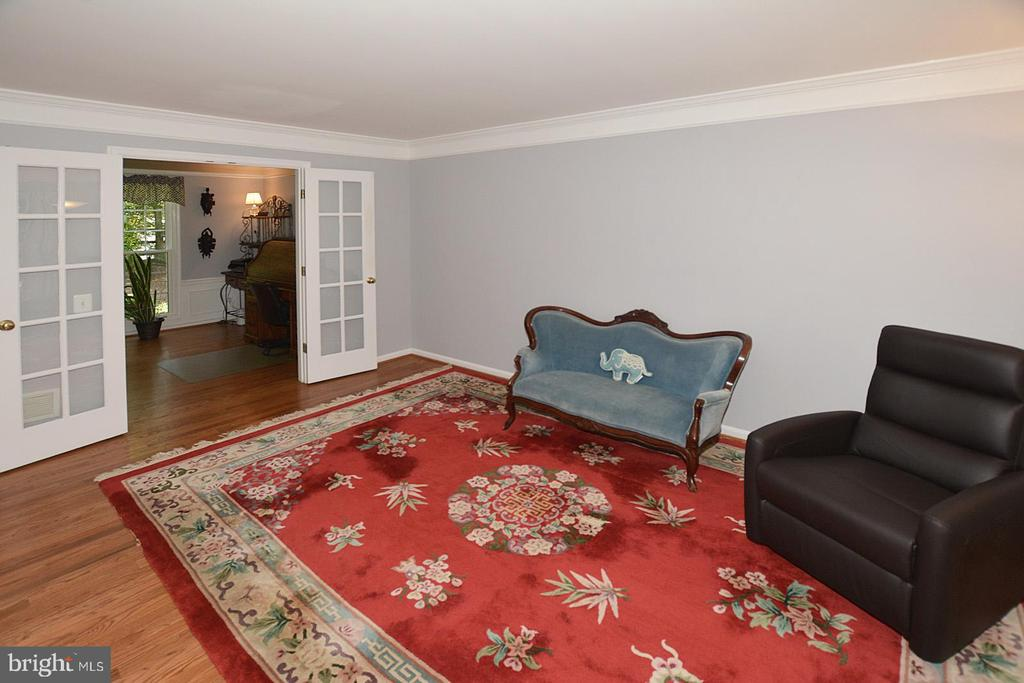 Living room adjacent to Den - 20418 ROSEMALLOW CT, STERLING