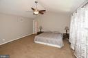 HUGE Master Bedroom plenty of room  & ceiling fan - 20418 ROSEMALLOW CT, STERLING