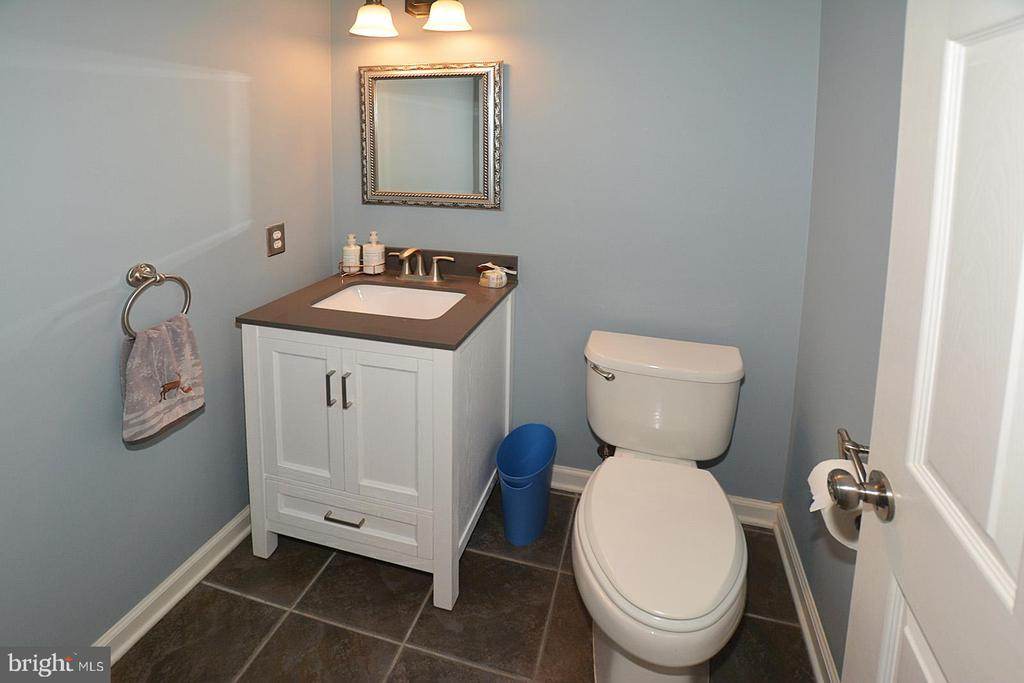 Updated Powder Room - 20418 ROSEMALLOW CT, STERLING