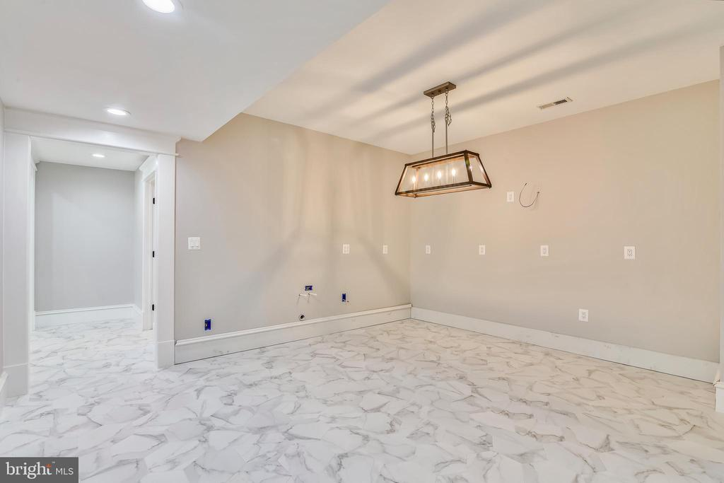 Space for large bar & marble tile flooring. - 14612 BRISTOW RD, MANASSAS