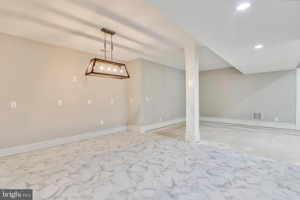 Numerous outlets for bar and plumbing for sink - 14612 BRISTOW RD, MANASSAS