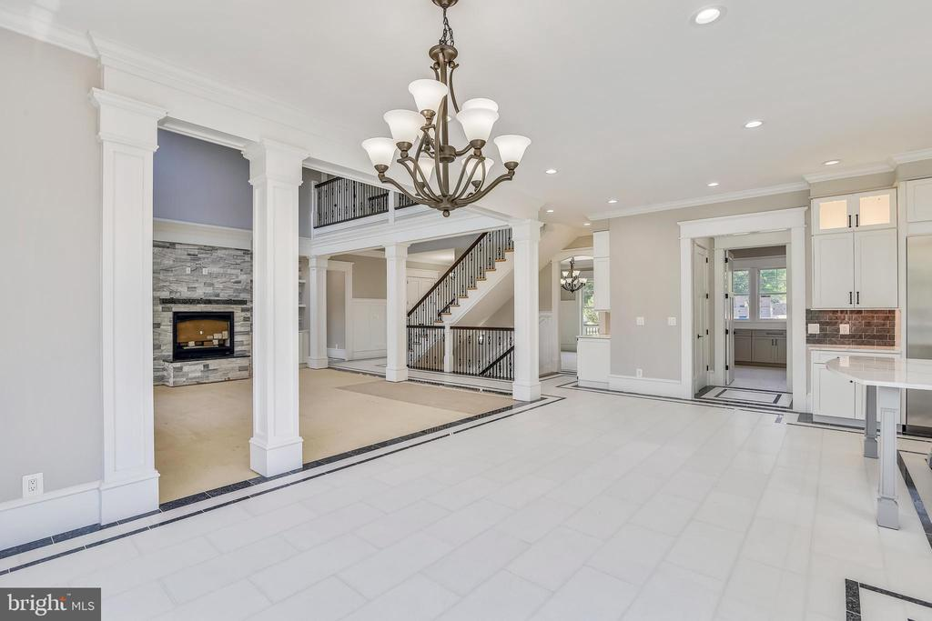 Open kitchen to two story living room - 14612 BRISTOW RD, MANASSAS