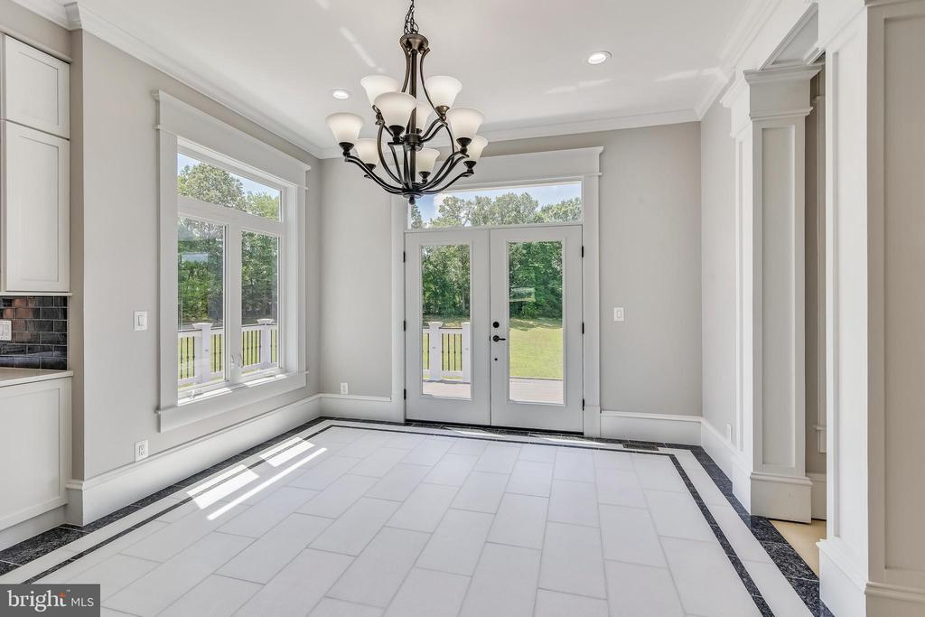 Can exit to back deck from breakfast area - 14612 BRISTOW RD, MANASSAS