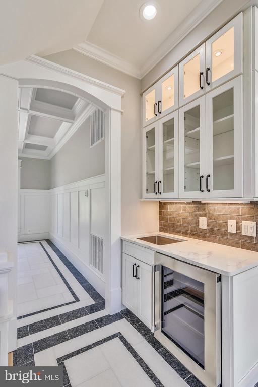 Lighting in and under cabinetry - 14612 BRISTOW RD, MANASSAS