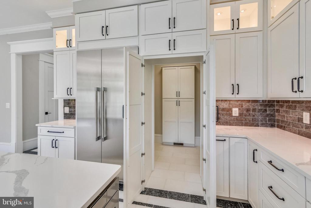 Doors to secret pantry - 14612 BRISTOW RD, MANASSAS