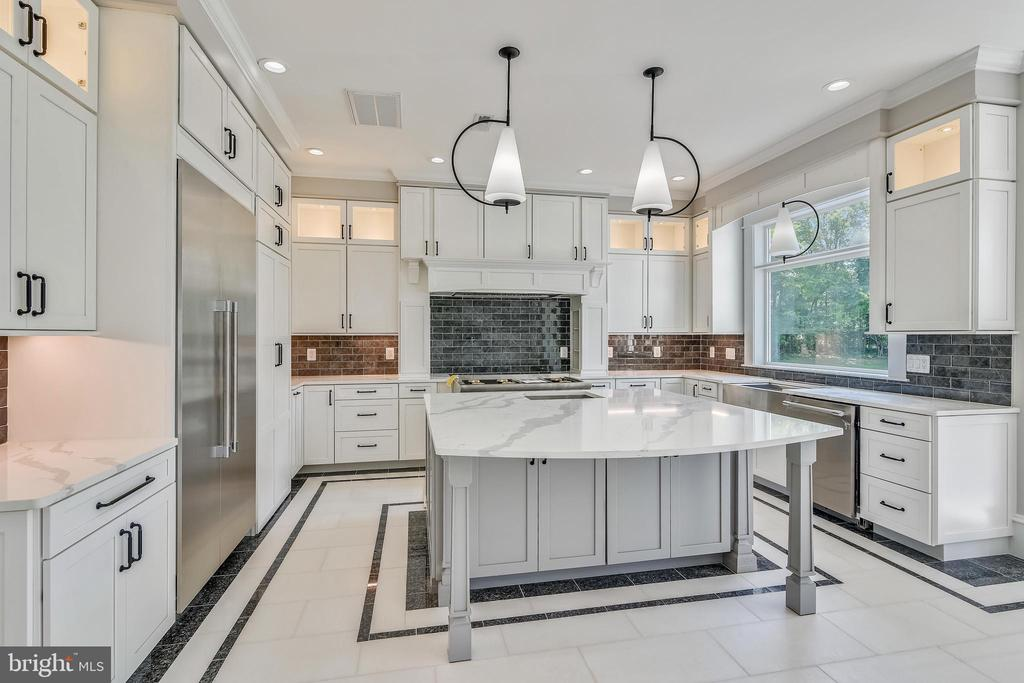 Lighting in and under Waypoint cabinetry - 14612 BRISTOW RD, MANASSAS