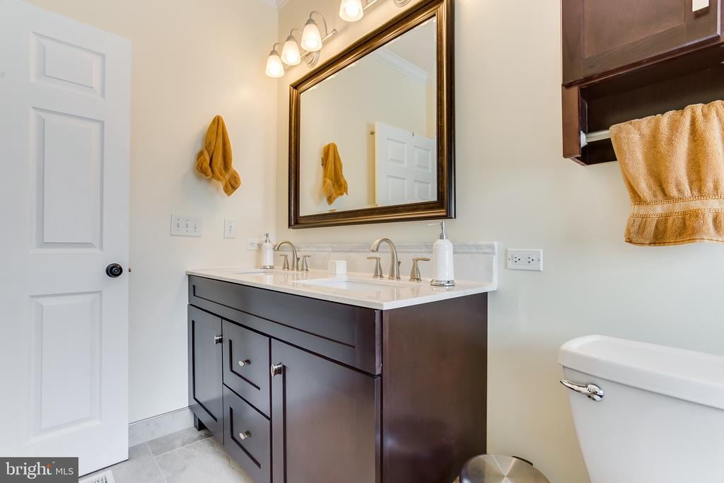 Main Level : Master Bathroom - 59 GLACIER WAY, STAFFORD