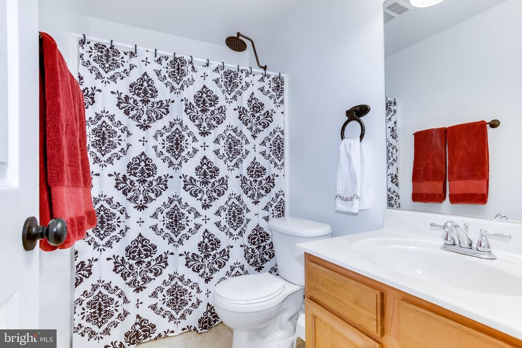 Basement : Bathroom - 59 GLACIER WAY, STAFFORD