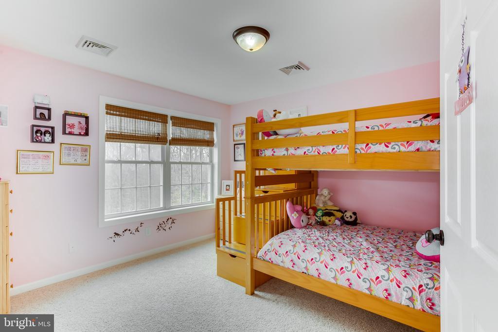 Upper Level : 2nd Bedroom - 59 GLACIER WAY, STAFFORD