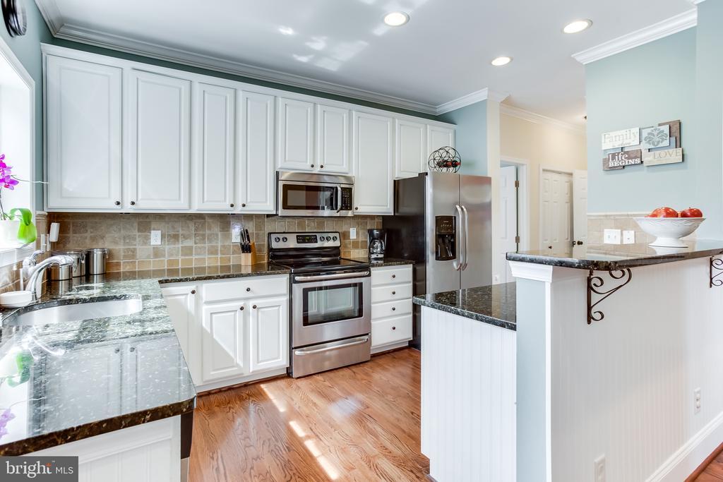 Main Level : Kitchen - 59 GLACIER WAY, STAFFORD