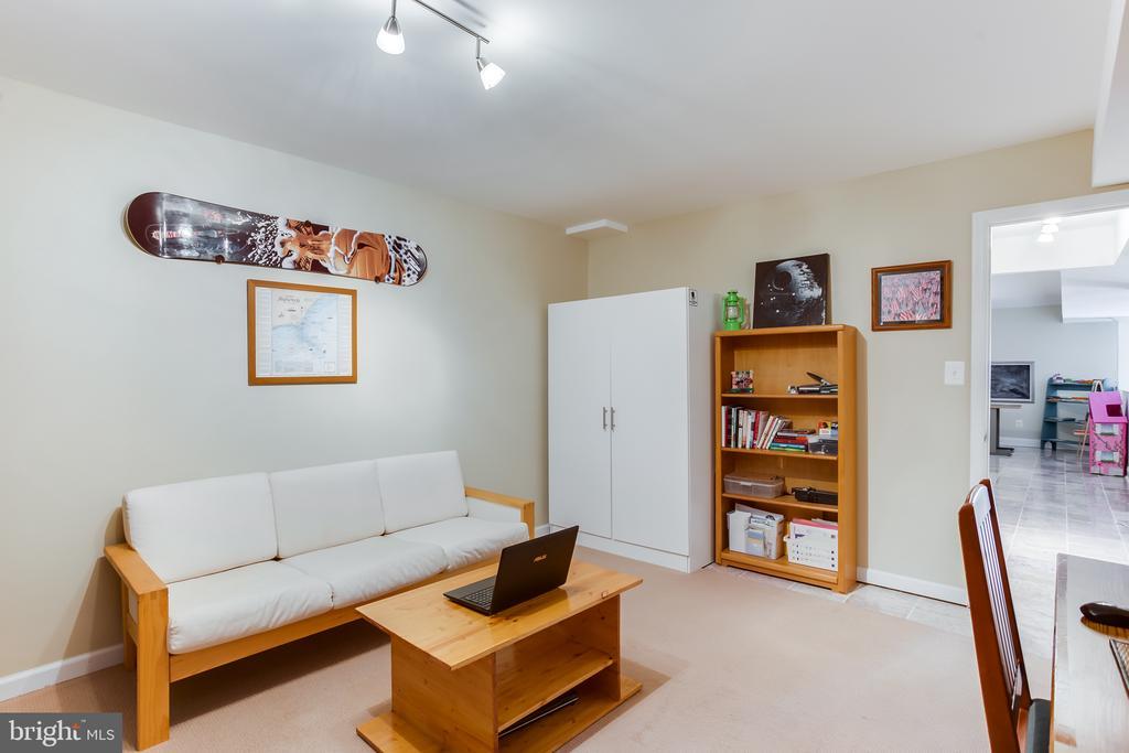 Basement : Den/Office/Virtual Learning Room - 59 GLACIER WAY, STAFFORD