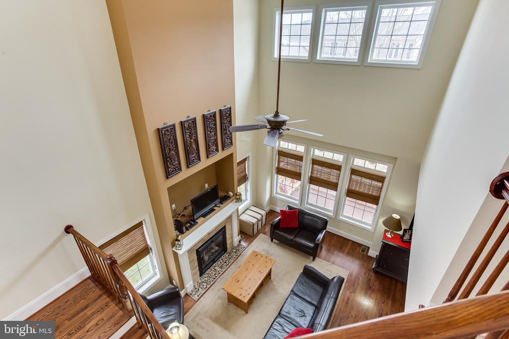 Upper Level : View of Living Room - 59 GLACIER WAY, STAFFORD