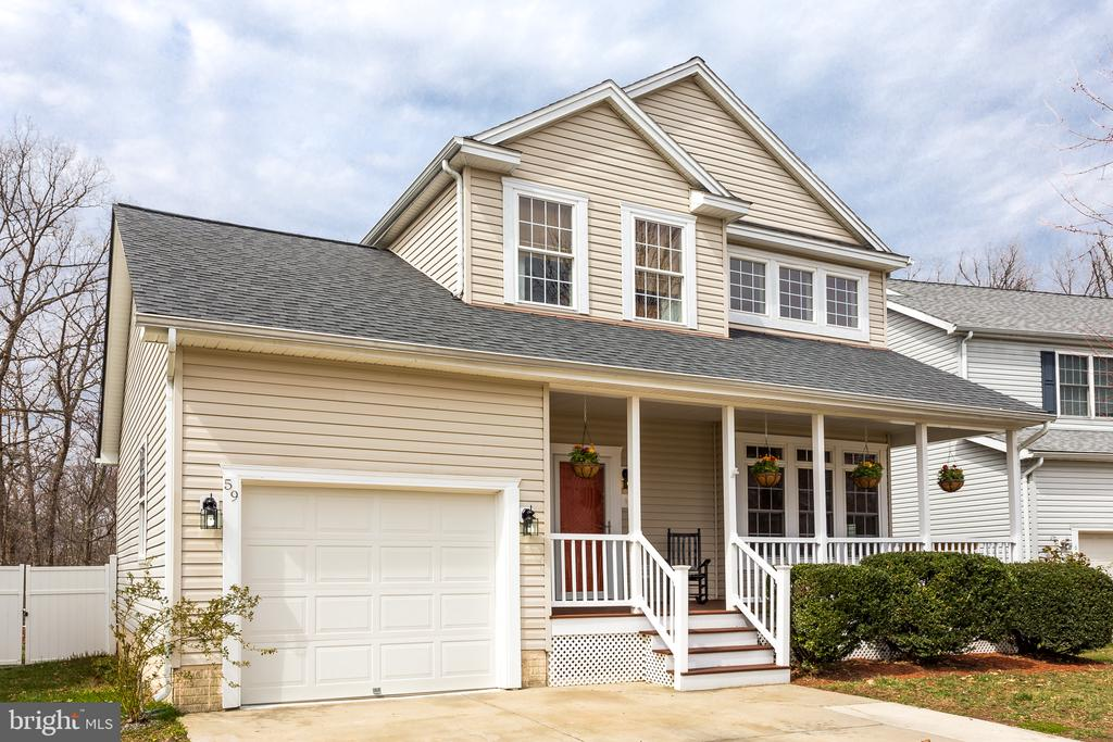 Exterior : Front of House - 59 GLACIER WAY, STAFFORD