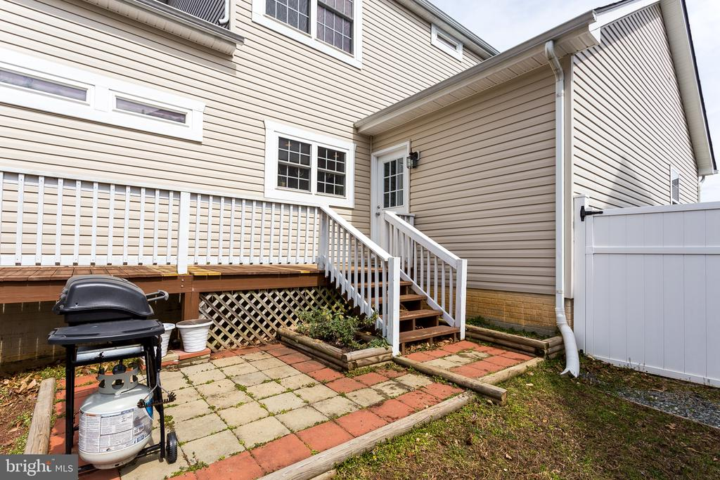 Exterior : Deck/Backyard on the side of the house - 59 GLACIER WAY, STAFFORD