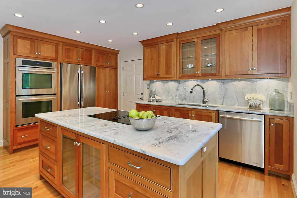 Gorgeous granite counters and backsplash - 9912 EVENSTAR LN, FAIRFAX STATION