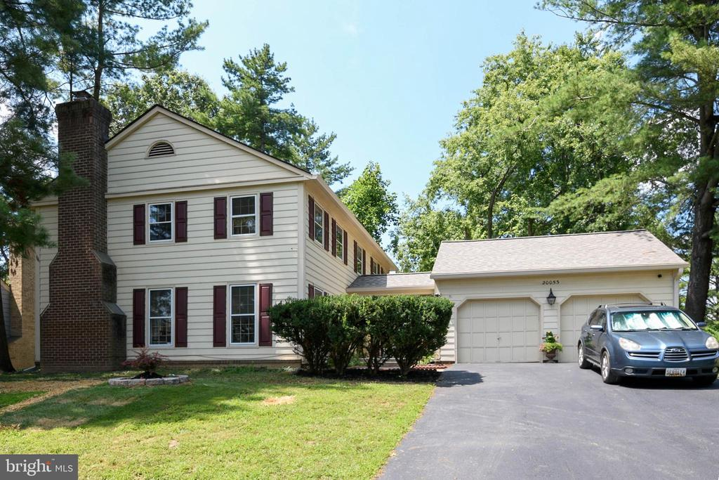 Beautiful  Colonial with hardwood floors - 20053 DOOLITTLE ST, MONTGOMERY VILLAGE