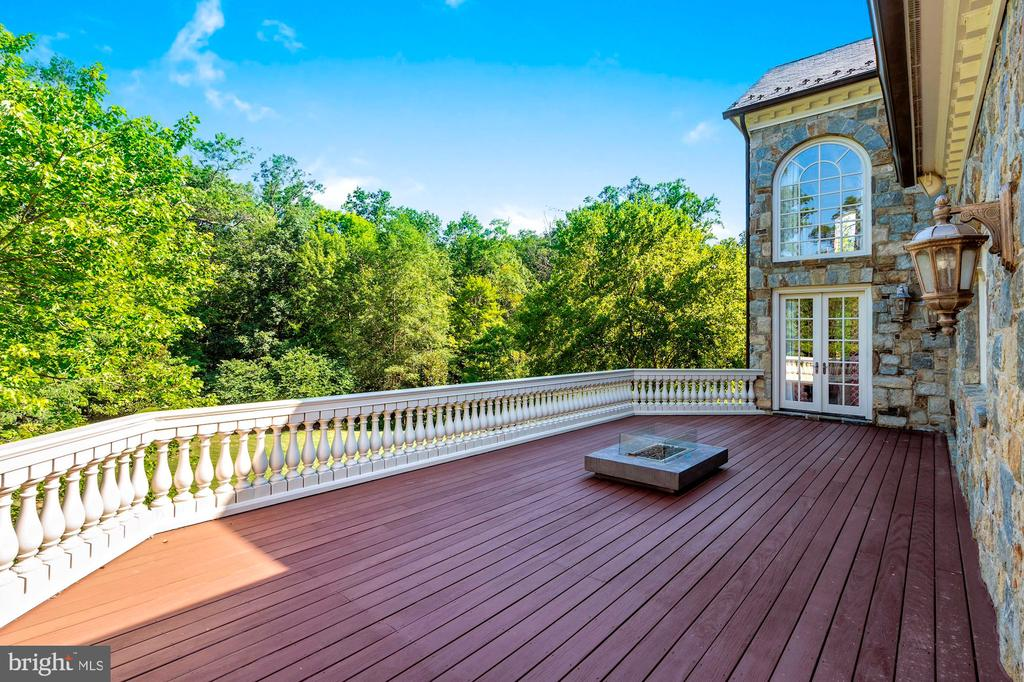 Deck - 8548-A GEORGETOWN PIKE, MCLEAN