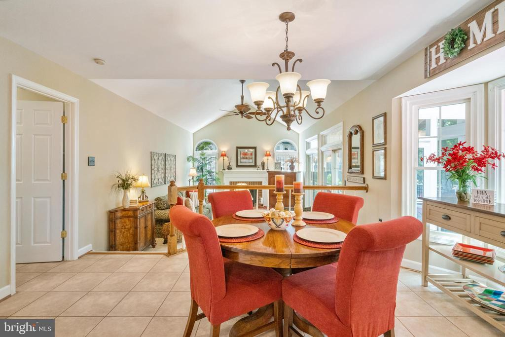 Plenty of natural light - 6411 SPRINGHOUSE CIR, CLIFTON